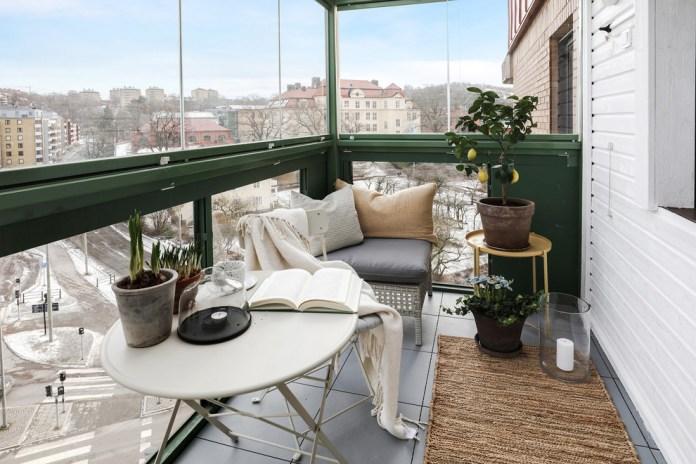 Mid-sized Scandinavian Balcony Garden Dwellingdecor