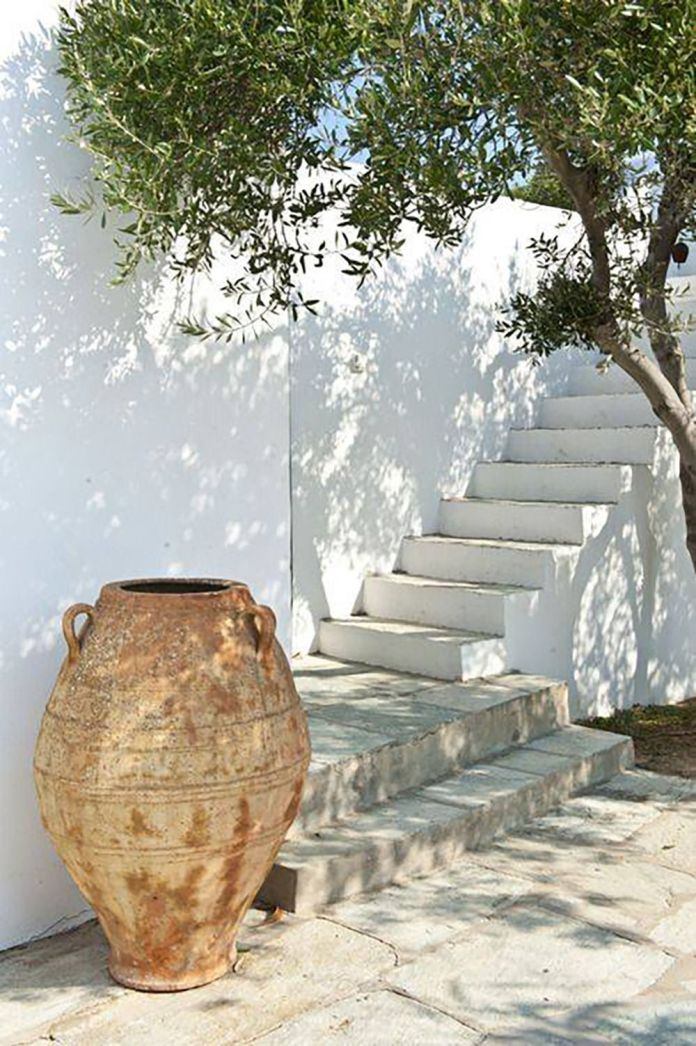07 -An antique jar adds character to the yard