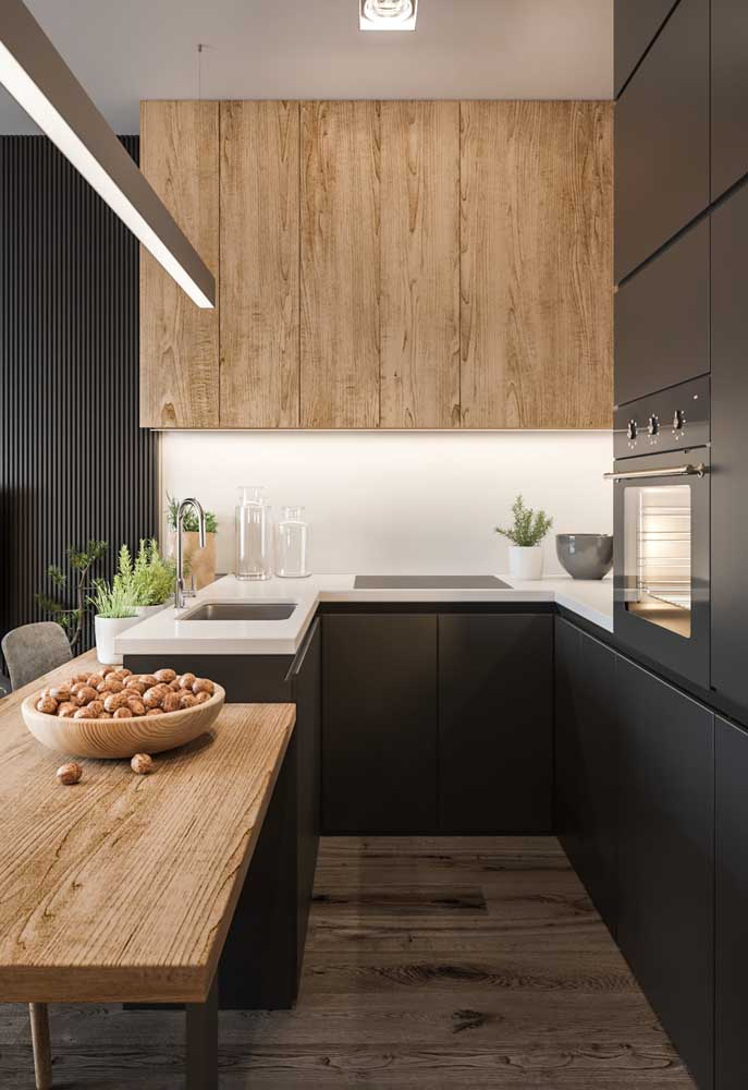 21. This small American kitchen inspiration got a counter on one level below the sink and cupboards.