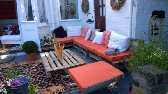 24. Like balconies, the pallet sofa is a great candidate for the garden and the backyard