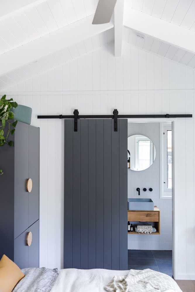 31 - But if the intention is to have a modern sliding door, bet on the wooden version with rail.