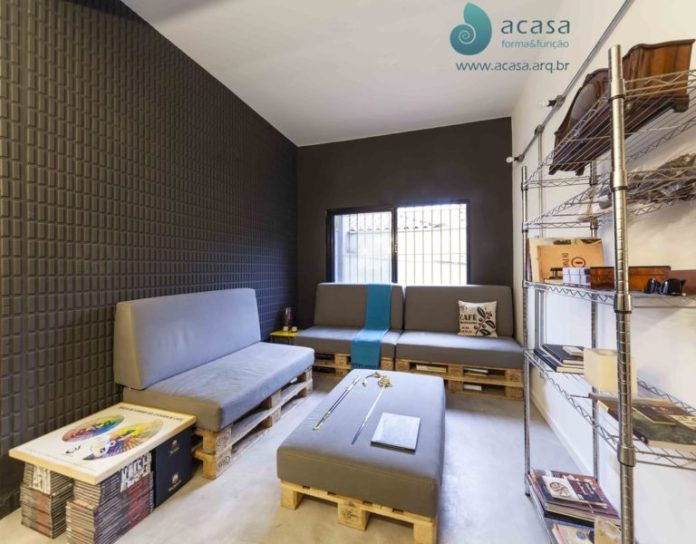 47. Complete room decorated with sofas and pallet coffee table