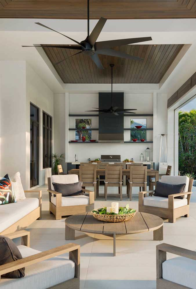 14. The wood brings a unique touch of comfort and warmth to the leisure area with barbecue.