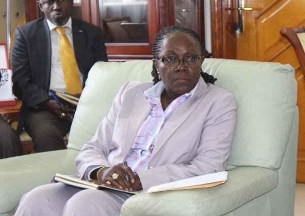 Nicole Assélé somme Antonio Camacho de résider au Gabon