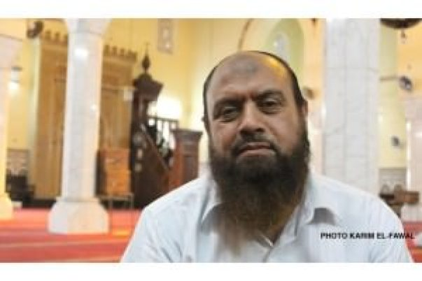 Nabil Naïm dans la mosquée Omar Makram sur la place Tahrir au Caire le 6 mai dernier. Ancien proche de Ayman al-Zawahiri, il a également rencontré Oussama Ben Laden. Karim el-Fawal| parismatch