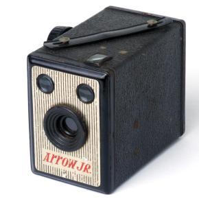 Arrow Jr., uma antiga câmera box que usa filme 120