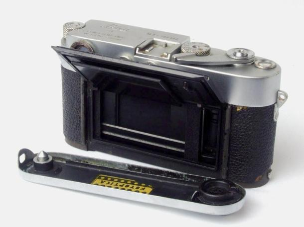 Leica M3, aquela que ainda vou restaurar - traseira aberta