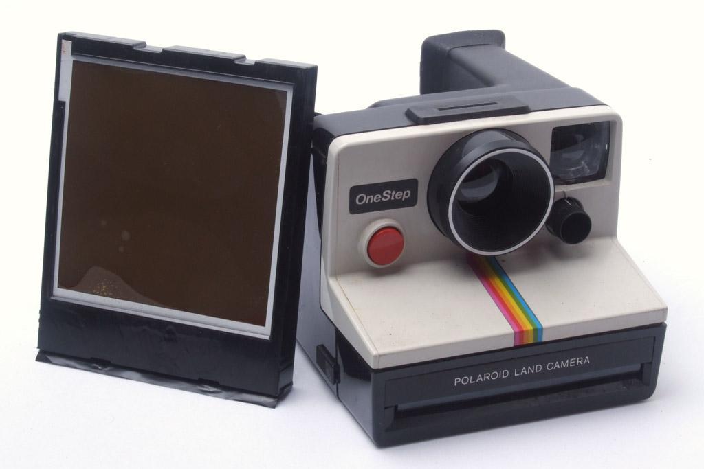 É a versão compacta automática pra filme do tipo sx70, o mesmo da mais  famosa camera dobrável e instantânea que conhecemos. 1a51ff2fdd
