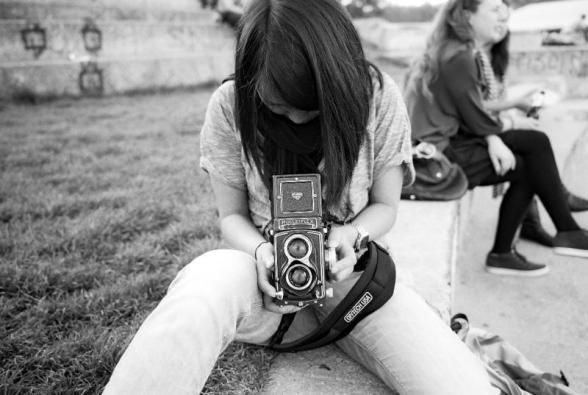 Klara looking into the viewfinder of her Rolleiflex.