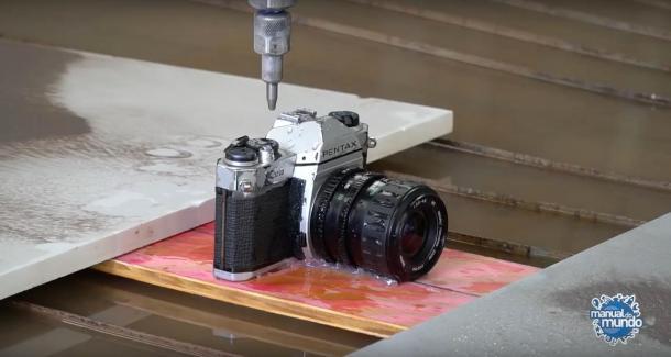 Manual do Mundo partiu uma Pentax K1000 (e nosso coração) ao meio - DXFoto