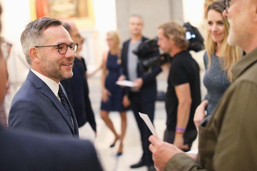 Der Staatsminister für Europa Michael Roth hielt die Laudatio. Foto: © Bernhard Ludewig / SDBI