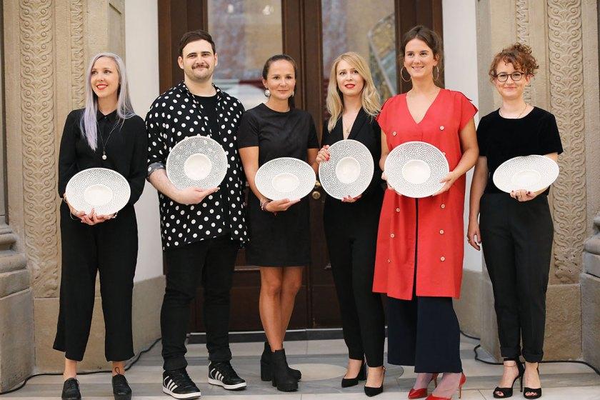 Die Preisträger des European Fashion Award FASH 2017: Katja Skoppek, Andreas Stang, Hannah Kliewer, Sonja Litichevskaya, Lea Schweinfurth und Livia Honus (von links). Foto: © Bernhard Ludewig / SDBI