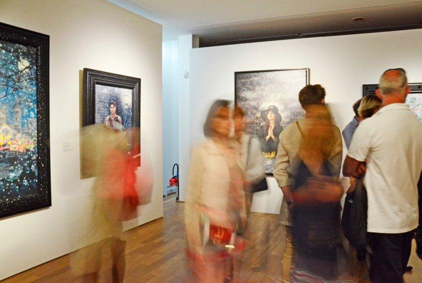 Vue partielle de l'exposition « Pierre et Gilles. Clair-obscur ». © MuMa Le Havre / Claire Palué