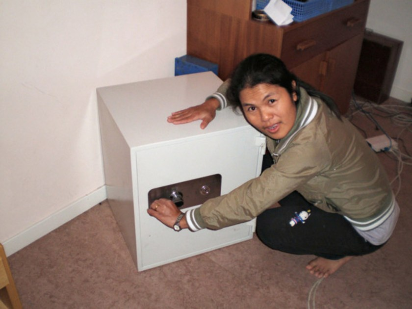 DXI_phinthong-pratchaya_not-all-safes-are-safe_2010
