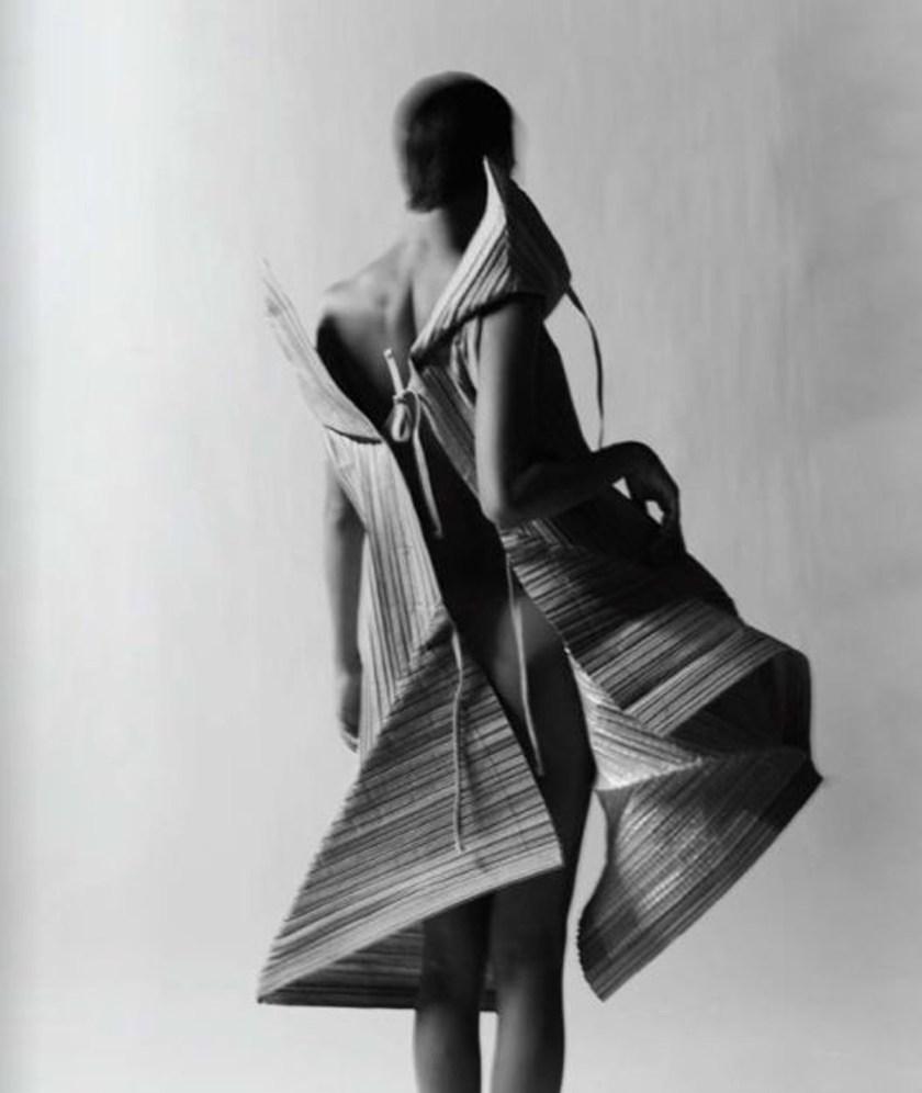 Papel_Moda_Issey_Miyake_Pleats_Paper_Dress_11