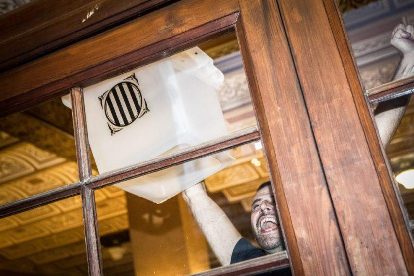 Urnes 1-O Responsables del proyecto : Proyecto colaborativo y anónimo Fotos : Jordi Borrás