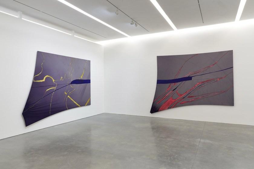 julian-schnabel-el-parche-azul-del-prisionero-llama-al-cielo-03
