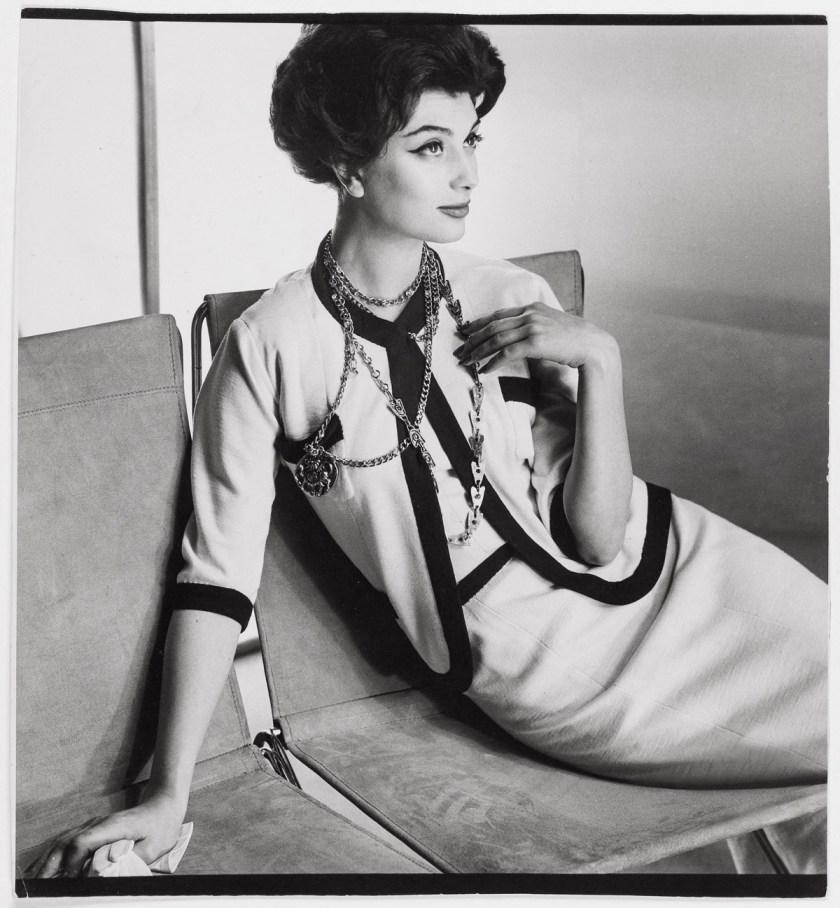 Henry Clarke. Marie-Hélene Arnaud in a Chanel suit. Published in Vogue US, March 1, 1958 Paris Musées © Henry Clarke, Musée Galliera / Adagp, Paris 2020