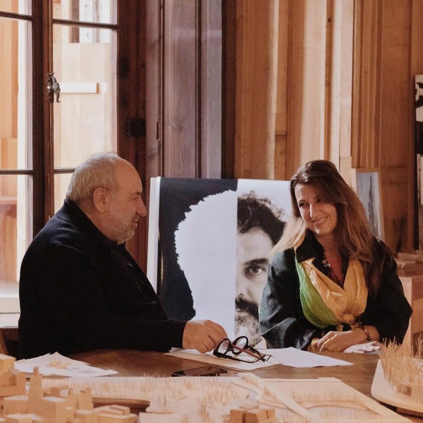 Los comisarios: Benedetta Tagliabue y Joan Roig,