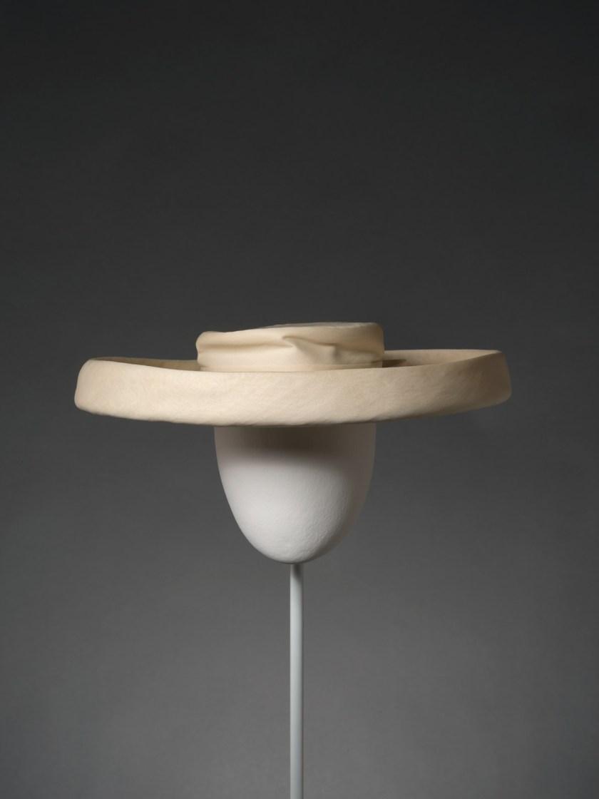 el-sombrero-balenciaga-el-complemento-perfecto-12