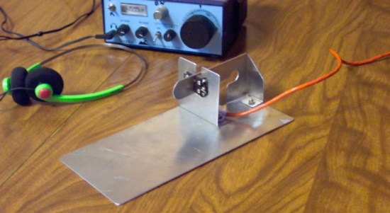 Ultra-lightweight Morse code keyer paddle