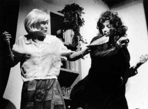 Martine Hamstra als Kate en Brigitte Lang als Sarah Foto: Marco Bakker
