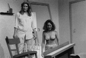 Een opzienbarende José Vlak als Marie en Pauline Bras als de straalverwende Ankepiet Foto: Marco Bakker