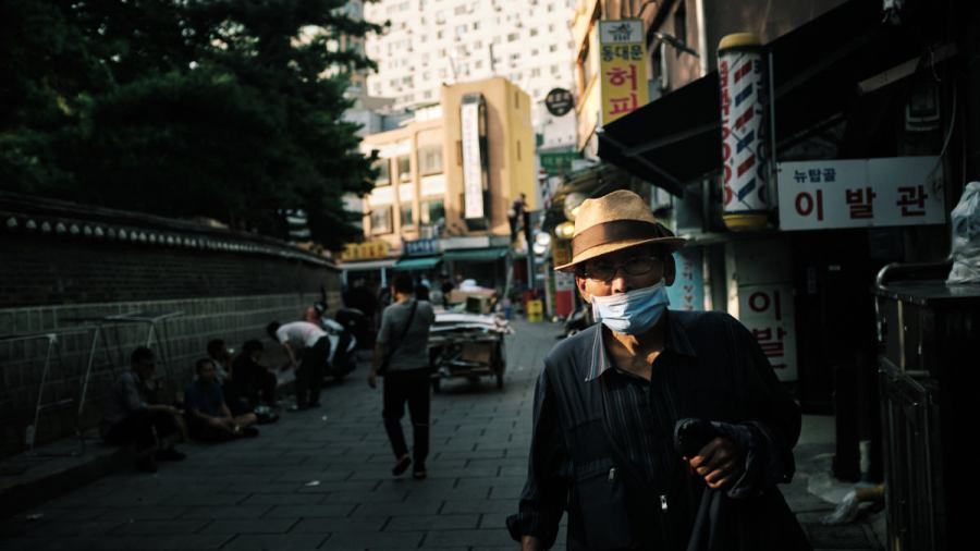 Seoul Street Photography - Jongno-3-ga Afternoon Sun