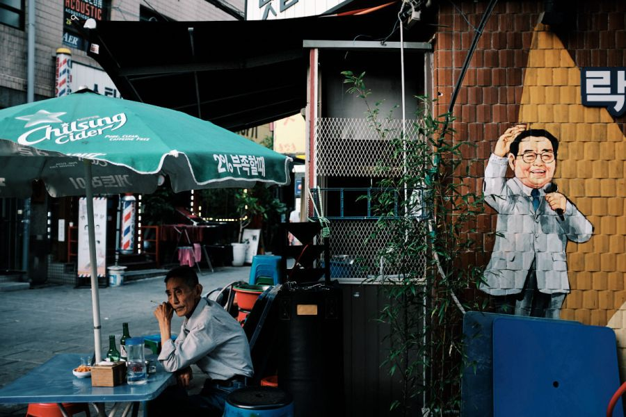 Seoul Street Photography - Boozy Afternoon