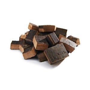 Kawałki beczki z rumu do grillowania i wędzenia