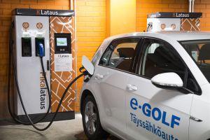 K-ryhmä on avannut uuden sähköautojen latausaseman K-Citymarket Rovaniemen yhteyteen