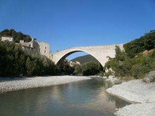 Vue sur la rivière Aygues, Eygues, Aigues à Nyons