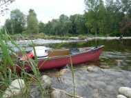 ARDECHE - Plan de gestion physique : vue sur notre canoë rouge 2 places pendant la descente de l'Ardèche pour la diagnostic