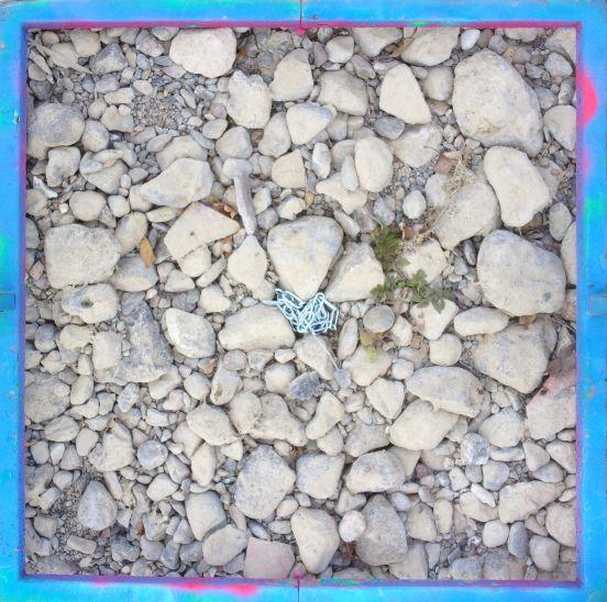 Photo d'une chaîne d'érosion installée dans le lit de la Berre
