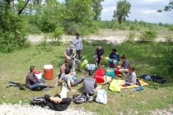 L'équipe Dynamique Hydro autour d'un picnic