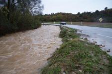 Vue sur une rivière en crue