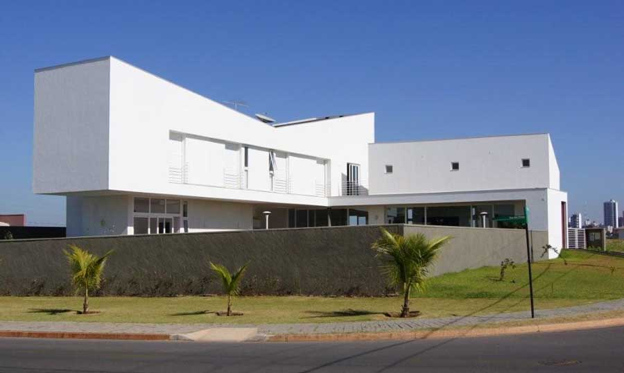 https://i2.wp.com/www.e-architect.co.uk/images/jpgs/brazil/cuiaba_house_m210710_eb1.jpg