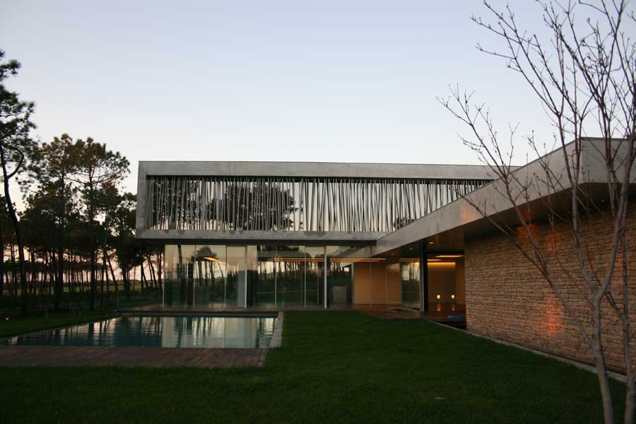 https://i2.wp.com/www.e-architect.co.uk/images/jpgs/portugal/cascais_house_a300910_rsm1.jpg