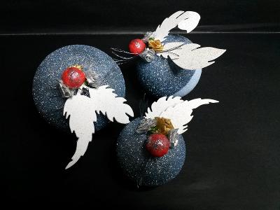 Boules de polystyrène, décorées en thème bleu glacé