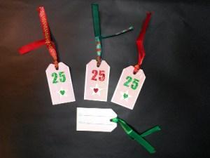 Des étiquettes cadeaux à la manière des ZAT Noël 2015