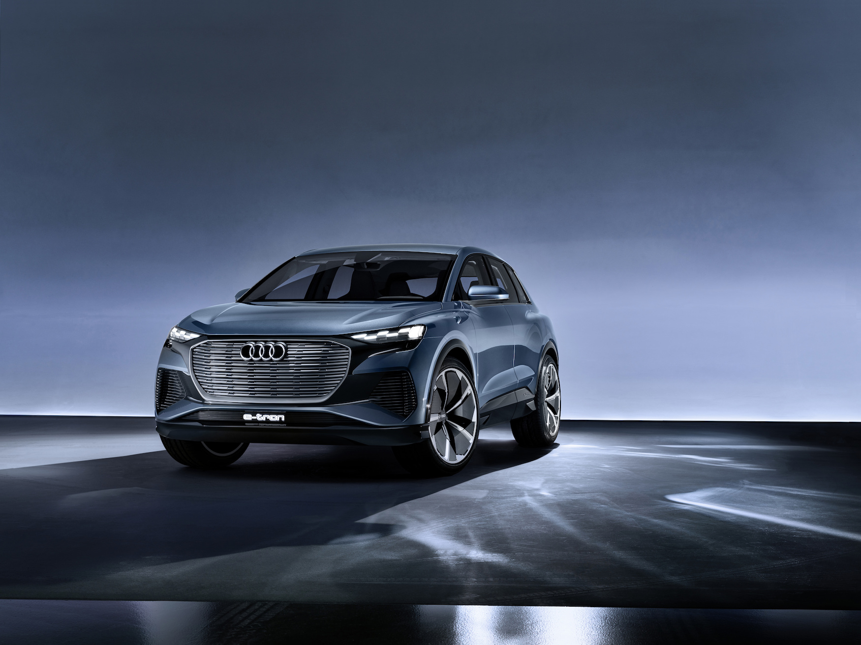Il colore blu dell'Audi Q4 e-tron concept rende l'auto ancora più sostenibile. (AUDI)