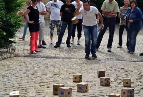 Team building Olympiade beaujolais activité pour groupe d'entreprise
