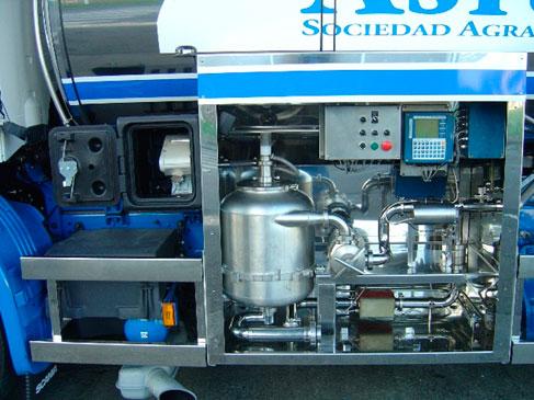 Cuadro de texto: Sistema de medida de leche, tradicional con eliminador de aire y bomba de succión de 24 000 l/h