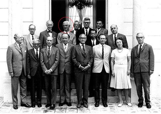 Figura 5. Villena en la 3ª sesión del Comité Consultivo de Unidades, los días 23 y 24 de agosto de 1971, como Vicepresidente del Comité Español de la IUPAP, siendo Presidente del CIPM, José Mª Otero Navascués