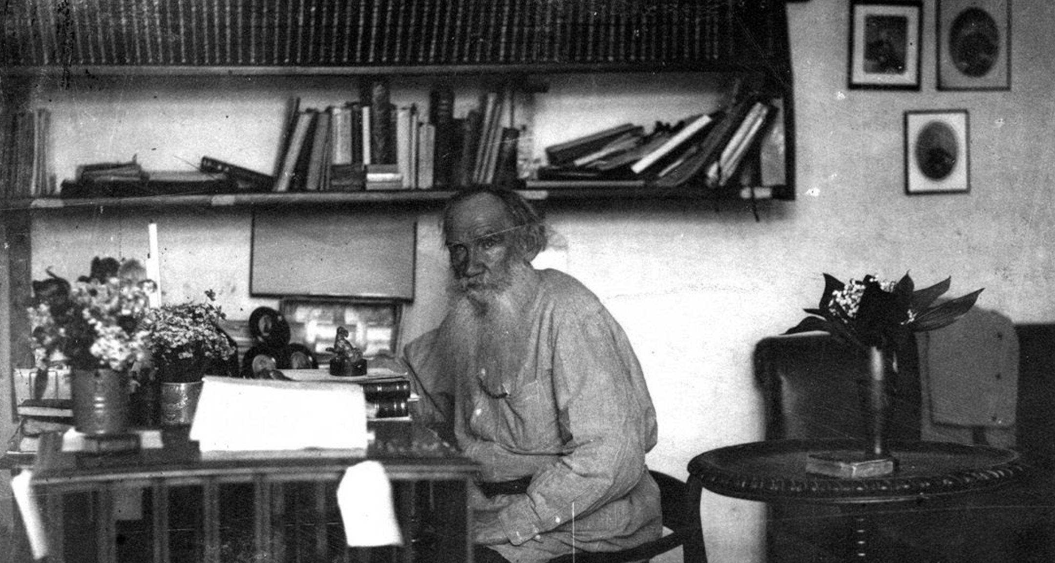 Leon Tolstoi dans son bureau
