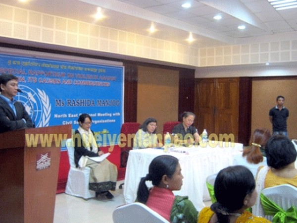 Executive Director of HRA Babloo Loitongbam delivering the vote of thanks of the meeting