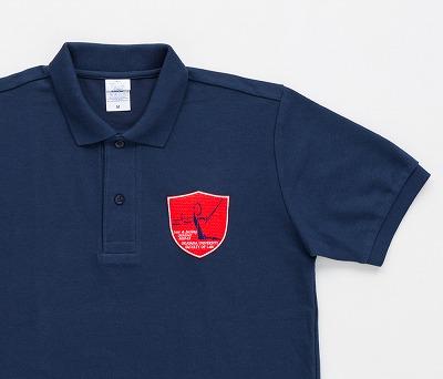 ポロシャツにオリジナルの刺繍ワッペンを作り縫い付け