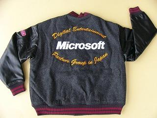 背中に直接刺繍+エンブロンワッペン、左袖にエンブロンワッペン