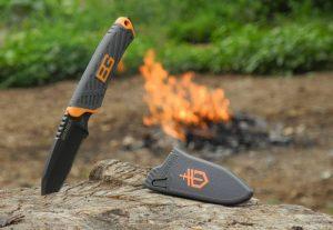 нож Bear Grylls - сред природата