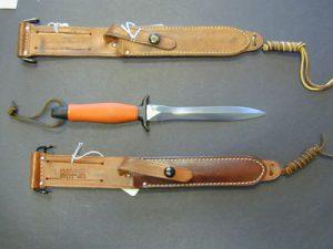 През този период се срещат също версии с ръкохватка в оранжев цвят.